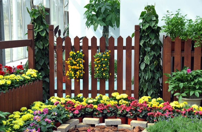 Decorating Garden Fences